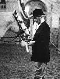 La elección de tal jinete para tal caballo es de suma importancia. Alois Podhajsky.